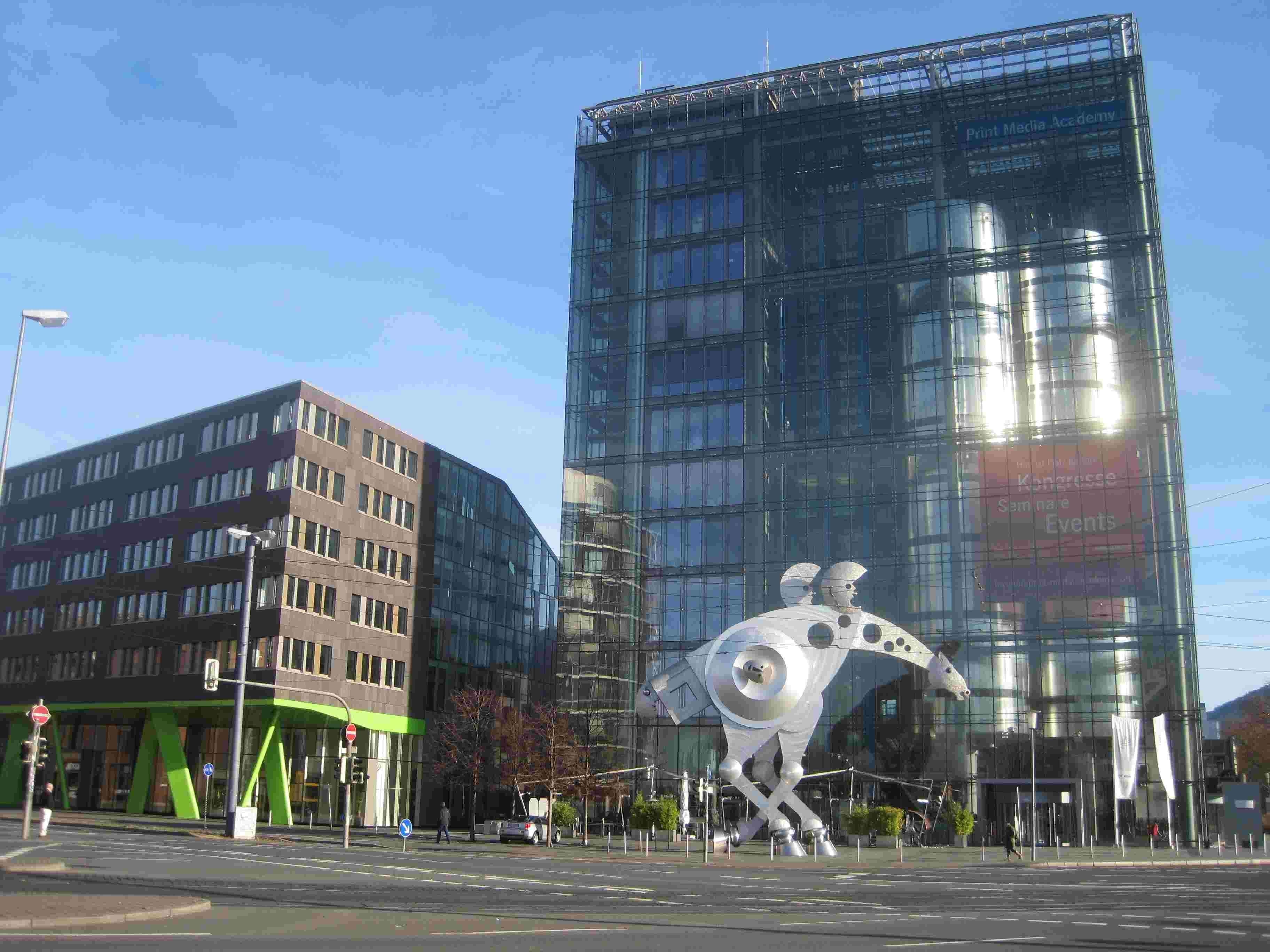 d59acbc91c1b78 Februar 2000  das S-Printing Horse von Jürgen Goertz wird vor der Print  Media-Akademie der Heidelberger Druckmaschinen AG aufgestellt
